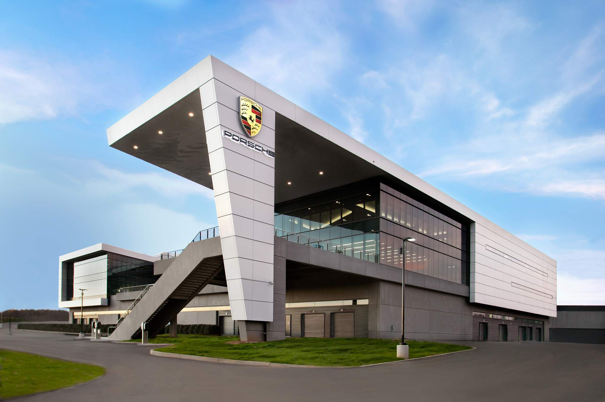 porsche-experience-center-atlanta-headquarters-01